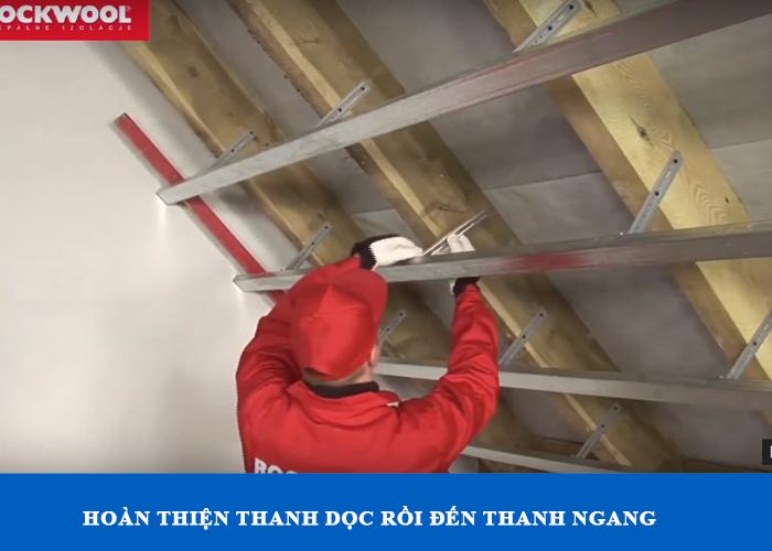 Hoàn thiện khung sươn trước khi lắp đặt bông khoáng vào, đảm bảo thẳng và cân bằng tốt